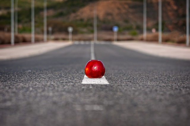 starting line apple in road